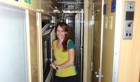 Tabea im Zug von Warschau nach Kiew