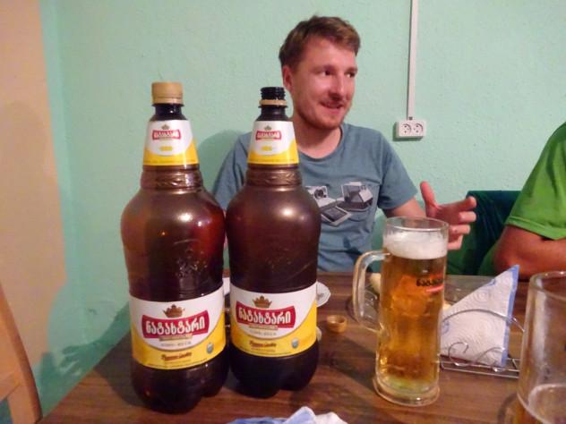 Georgisches Bier in 2 Liter Flaschen