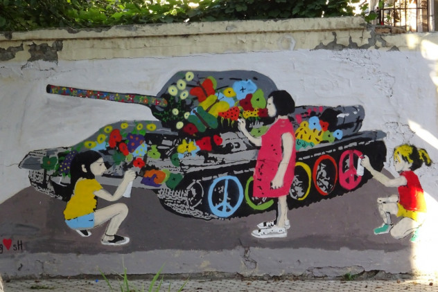 "Wandmalerei ""Friedenspanzer"" in Gori"