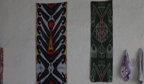 Traditionelle Stoffmuster der Yodgorlik-Fabrik