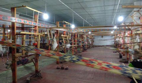 Weberei in der Yodgorlik-Fabrik