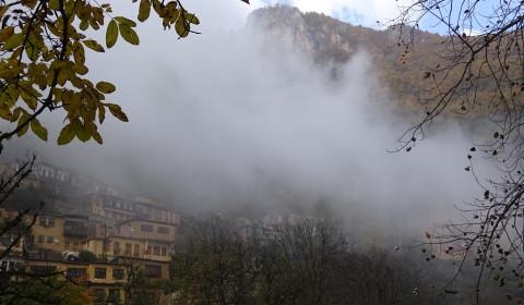 Masuleh im Nebel