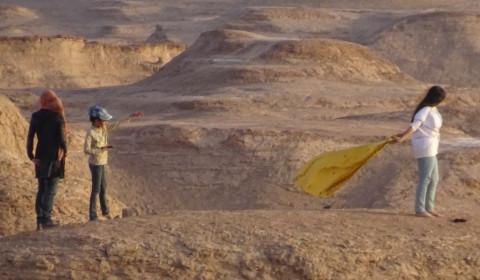 In der Wüste ohne Kopftuch