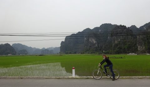 Tabea mit dem Mountainbike