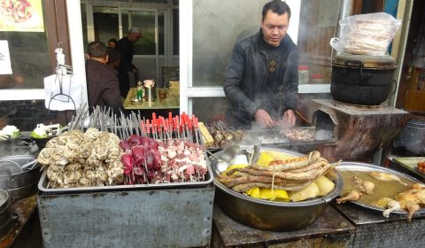 Kebabstand (Fleischspieße) in Urumqui