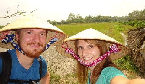 Wir vor den Reisfeldern im Mekong-Delta