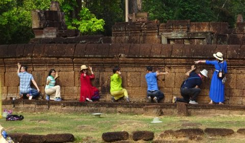 Asiatische Touristen in Banteay Srei