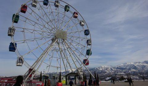 Riesenrad oben auf dem Berg