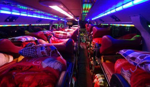 Schlafliegen im Bus
