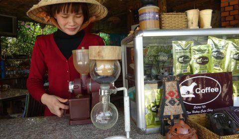 Brühung des edlen Wieselkaffee