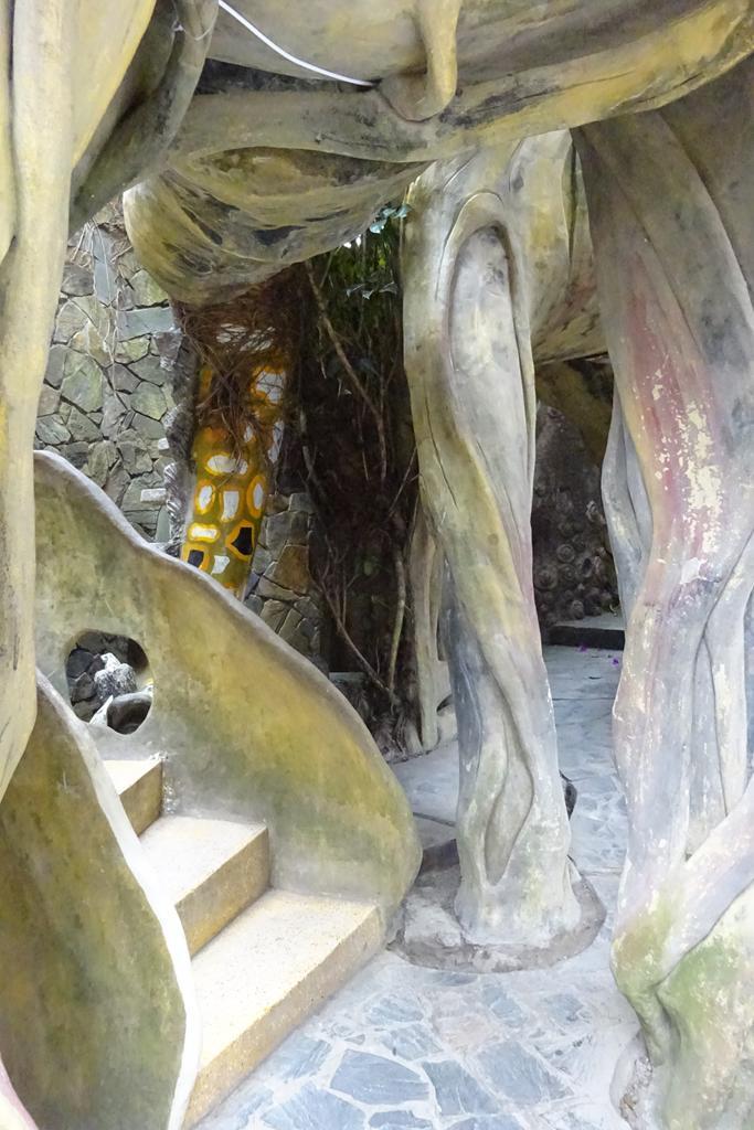 Säulen im Crazy House in Dalat