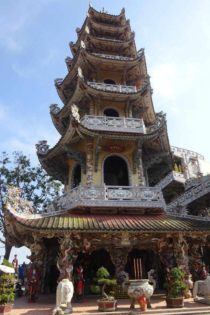 Turm der Linh Phuoc Pagode in Dalat