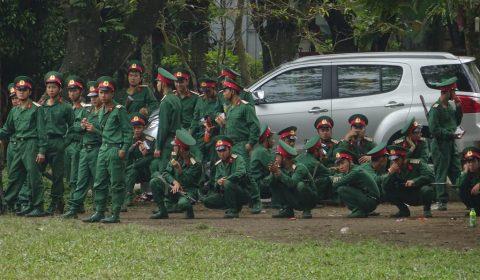 gelangweilte Soldaten in Hue