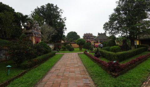 Park innerhalb der Verbotenen Stadt in Hue