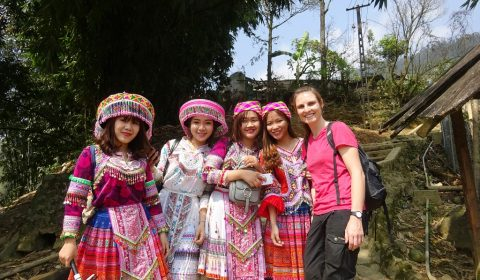 Selfi mit Touristinnen in H'mong Tracht