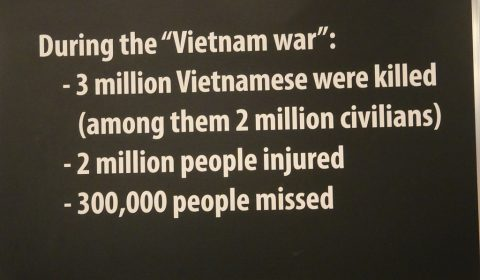 "Plakat im ""War remnants museum"" in Saigon"