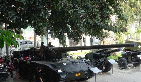 Panzer vor dem Museum