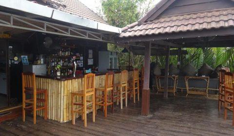 Flußbar in Kampot